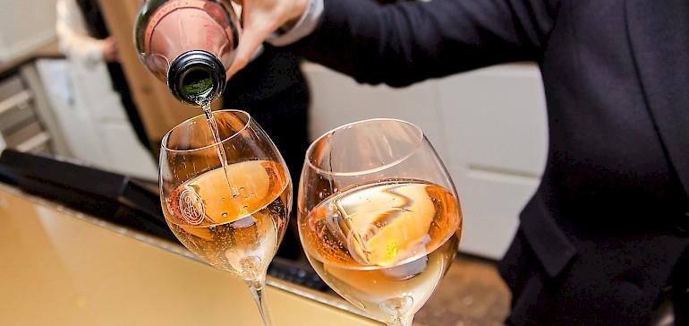 Een glaasje Champagner om het jaar goed te beginnen