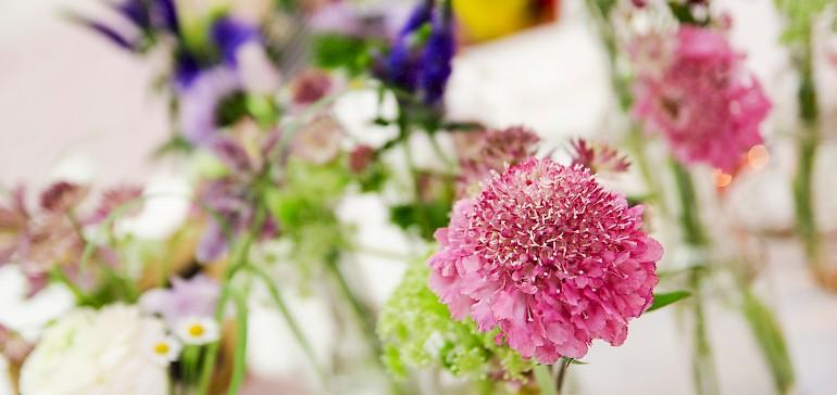 Naar wens stellen wij u verse bloemen ter beschikking