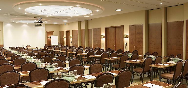 Voorbeeld van een conferentie met 100 personen
