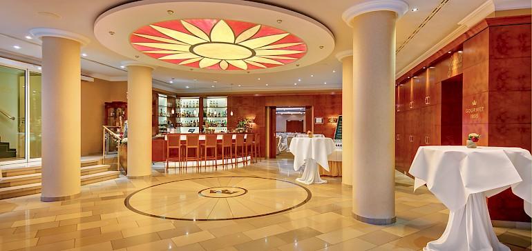 De foyer is klaar voor uw ontvangst met prossecco