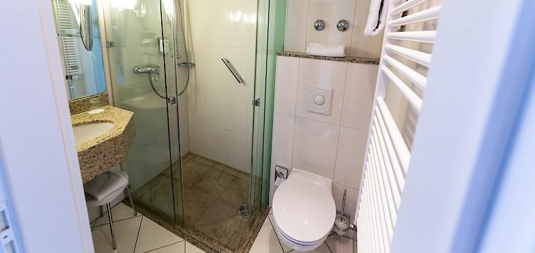 Voorbeeld van een badkamer in de standaard categorie
