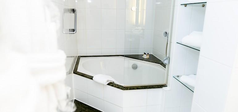 Voorbeeld van een badkamer in een suite