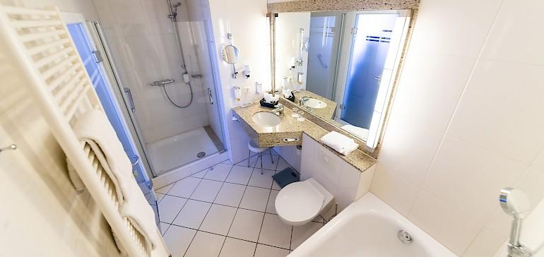Voorbeeld van een badkamer in de deluxe categorie
