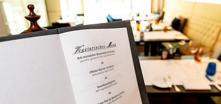 Het menu wisselend maandelijks, ook het vegetarische menu