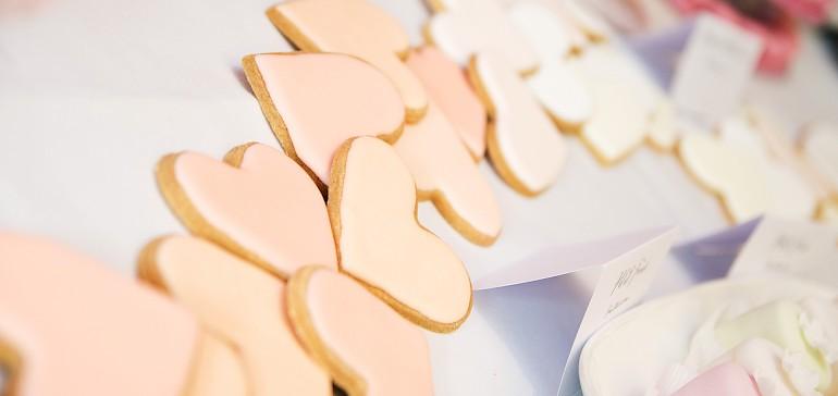 Huisgemaakte koekjes om de bruiloft nog feestelijker te maken