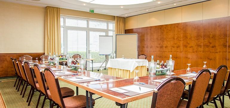 Conferentie in de Wilhelm-zaal met 15 personen