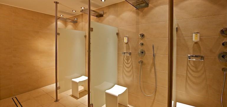 Voor, tussendoor of na de saunagangen kunt u een heerlijke douche nemen bij onze belevenisdouches