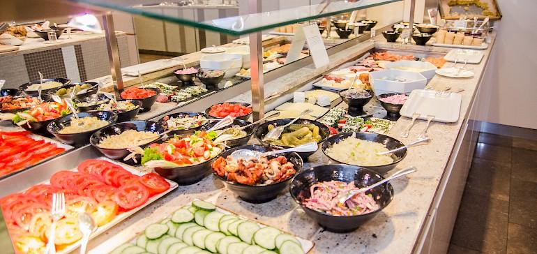 Een uitgebreide keuze aan beleg en salades